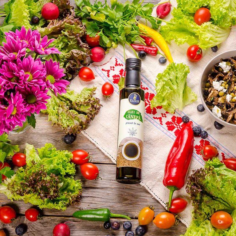 Salată de mazăre cu ciuperci la cuptor, brânză feta, sâmburi de dovleac  și ulei de cânepă presat la rece Elixir